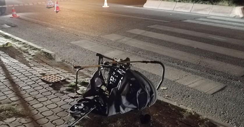 Anne, baba ve bebeklerine motosiklet çarptı