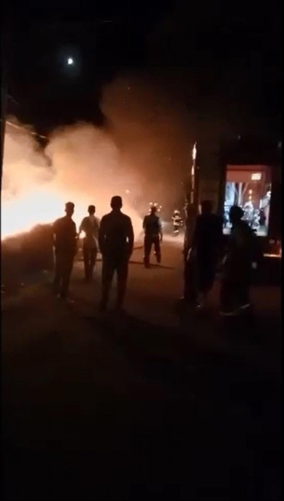 Mahalle arasında çıkan yangın korkuttu