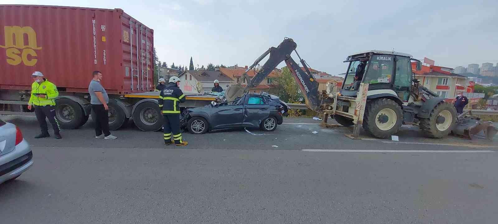 Otomobil Ok Gibi Tıra Saplandı: 1 Ağır Yaralı