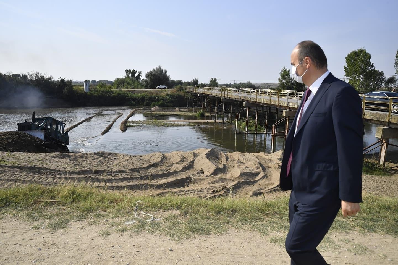 Tunca Nehrinde Tavan Kumu Temizlenip, Nehir Yatağı Genişletiliyor